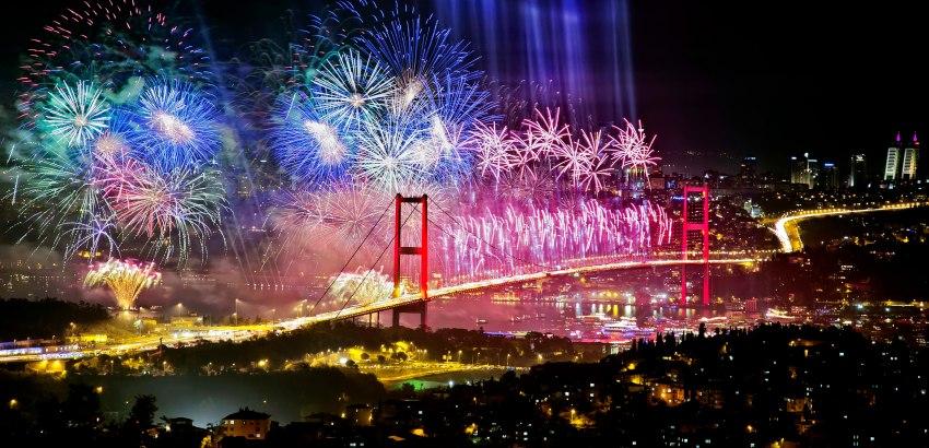 Почивка НОВА ГОДИНА 2020 <br> в Истанбул <br> 3 нощувки с нощен преход от 28.12.2019 с Новогодишна гала вечеря на яхта BOSPHORUS - <font color=green> ЦЕНИ С ВКЛЮЧЕНИ ОТСТЪПКИ ЗА РАННИ ЗАПИСВАНИЯ, ВАЛИДНИ ДО 15.09.2019</font>